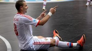 Eder Lima festeggia la rovesciata del 4-4 (foto uefa.com / © Sportsfile)