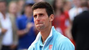 Un commosso Djokovic durante la premiazione. (Fonte: oktennis.it)