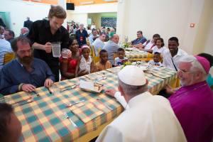 (5 luglio 2014. Papa Francesco alla mensa dei poveri a Campobasso. Foto presa da web)