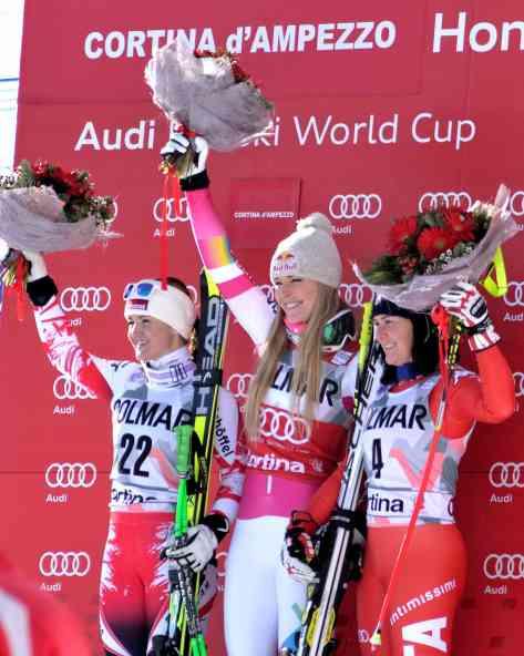 Il podio della discesa: a sinistra, seconda classificata, Elisabeth Goergl. Al centro Lindsey Vonn e a destra, terza, la Merighetti