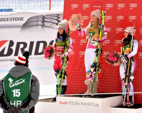 Podio del SuperG: la Vonn batte il record di vittorie portandosi a 63, nessuno come lei. Alla sua destra Anna Fenninger e alla sua sinistra Tina Weirather