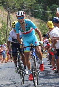 """2015 Tour de France Stage 14 Quintana Nibali (cropped)"" di Sanguinez - Opera propria. Con licenza CC BY-SA 4.0 tramite Wikimedia Commons - https://commons.wikimedia.org/wiki/File:2015_Tour_de_France_Stage_14_Quintana_Nibali_(cropped).JPG#/media/File:2015_Tour_de_France_Stage_14_Quintana_Nibali_(cropped).JPG"