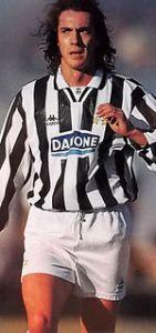 La panzetta alcolica è virile. [Paulo Sousa alla Juventus nel 1994-1995 (foto: it.wikipedia.org)]